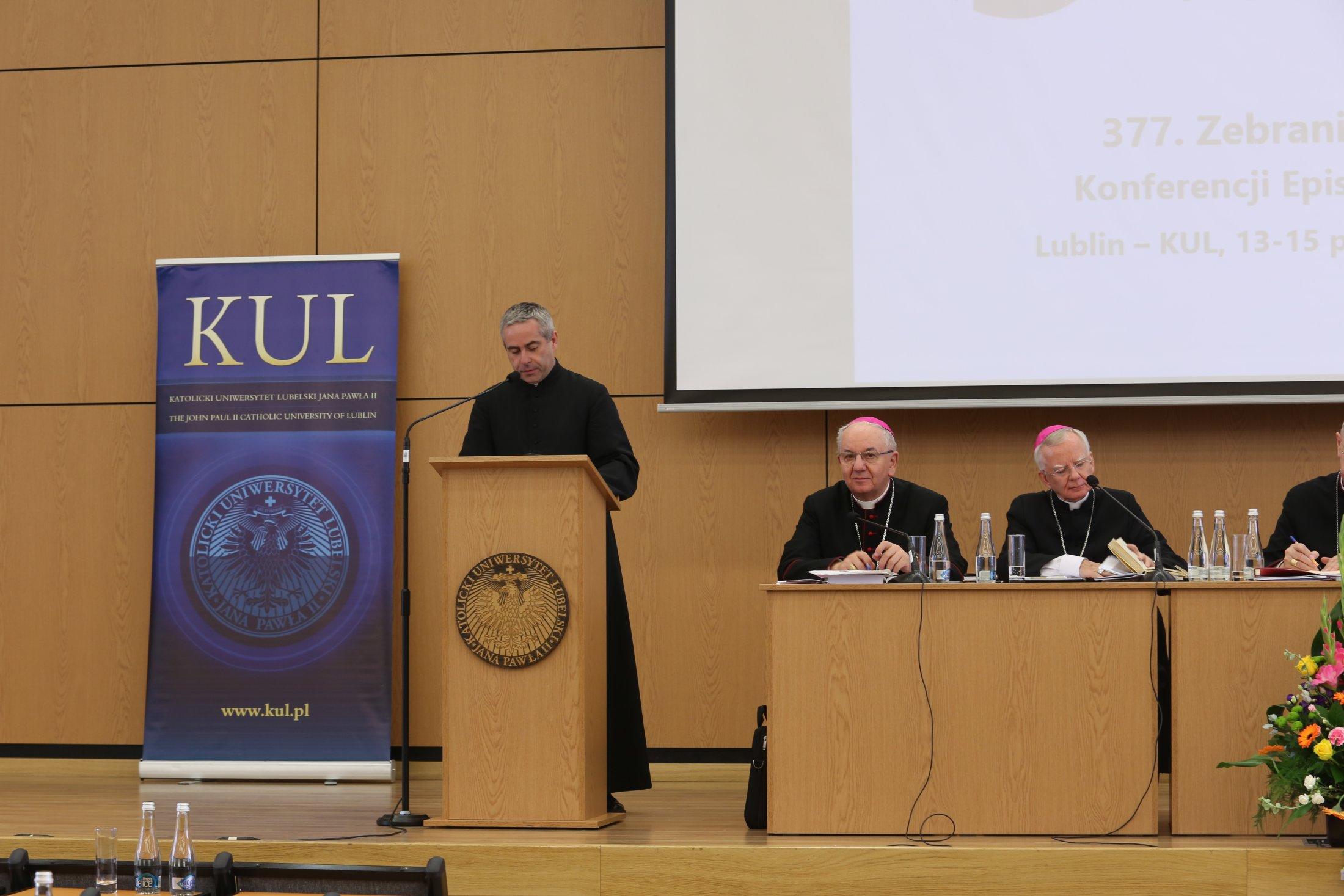 030-wystpienie-ks-marcina-iyckiego-dyrektora-caritas-polska_23817734798_o